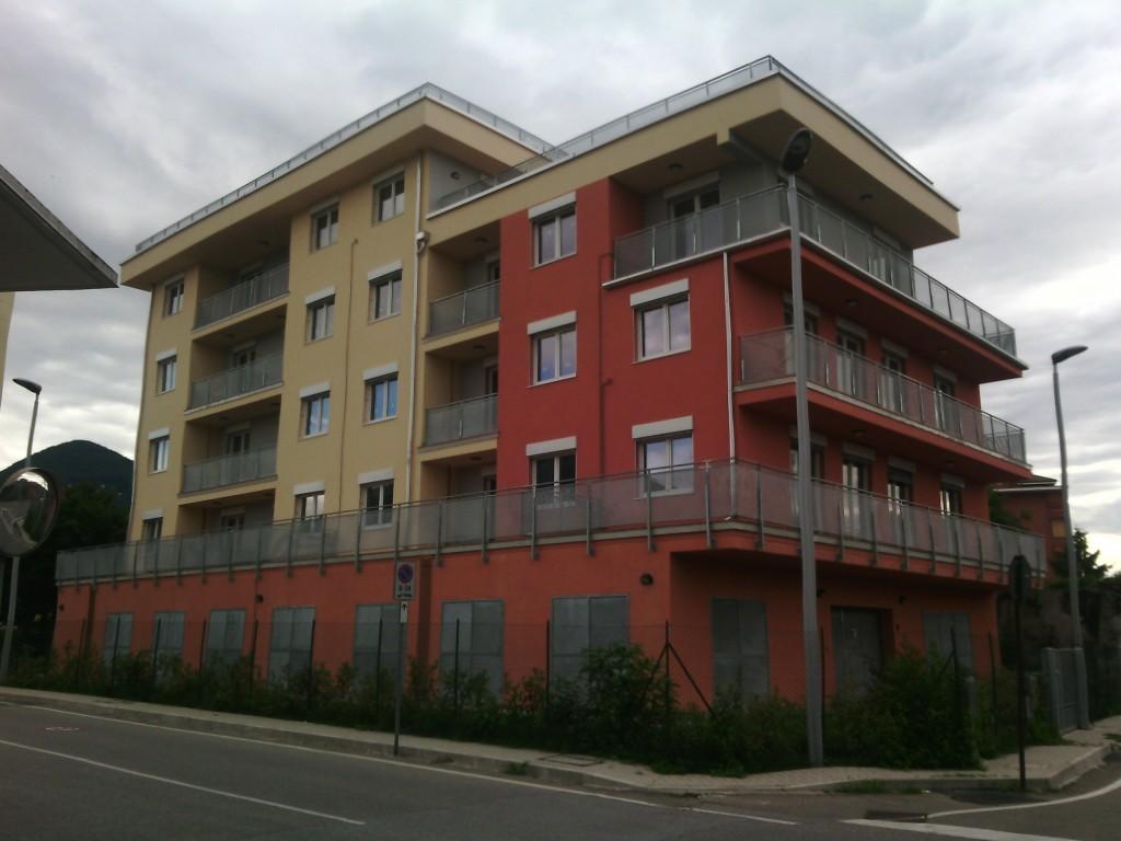 Vuoti da un anno 15 appartamenti di edilizia popolare in for Nuove case da 1 piano