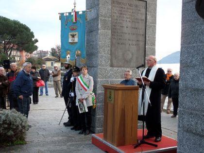 Don Romano Mora ha impartito la benedizione.