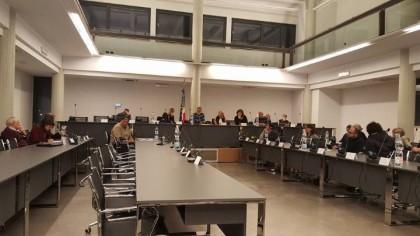 CONSIGLIO COMUNALE QUASI DESERTO TRA LE PROTESTE DELLE MINORANZE