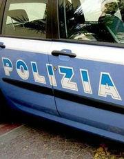 COMMERCIA PRODOTTI CONTRAFFATTI, FERMATO DALLA POLIZIA