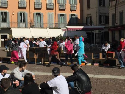 FLASH MOB IN PIAZZA PER DIRE NO ALLE DISCRIMINAZIONI